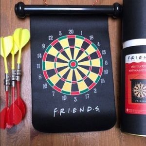 NEW Friends - Dartboard with magnetic darts